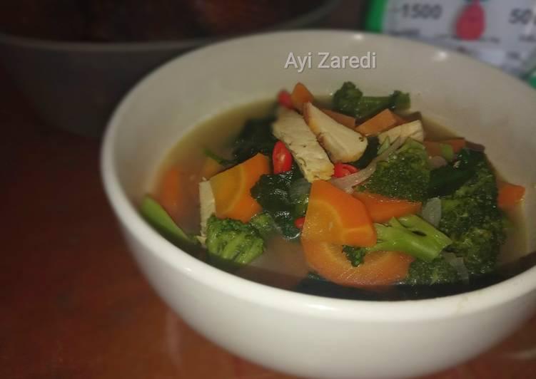 Sup brokoli wortel dan seuprit ayam 😂😂😂
