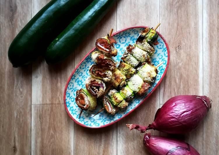 Ricetta Spiedini di zucchine con cipolla e prosciutto cotto