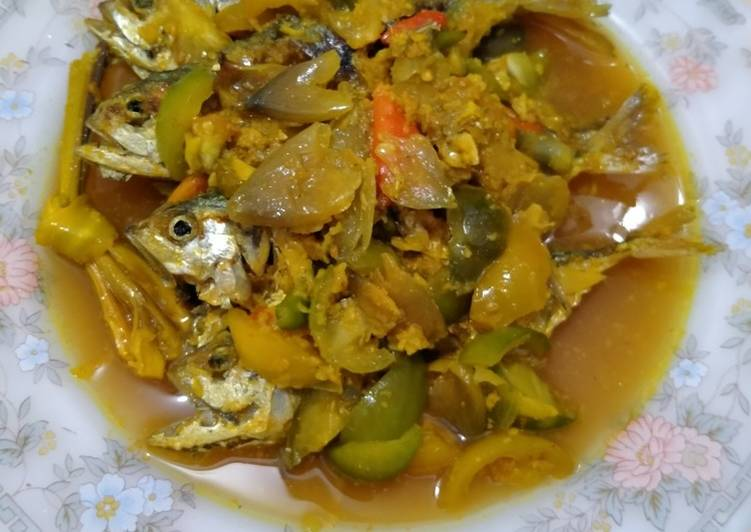 14. Ikan Goreng Masak Acar