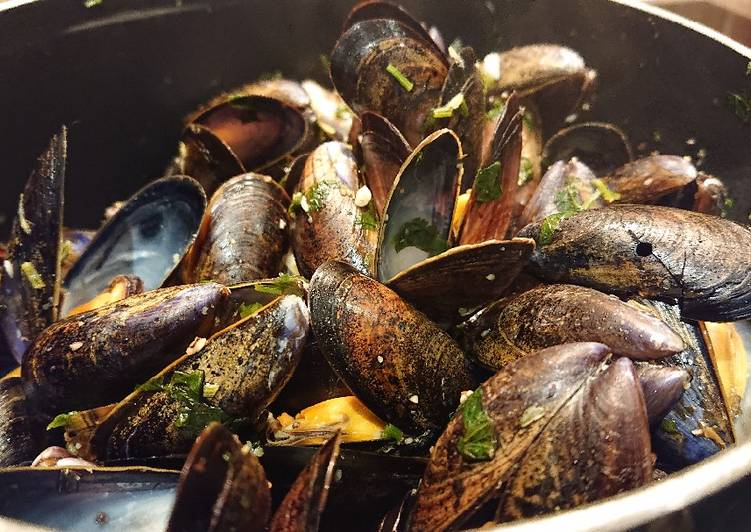 Garlic and Lemon Mussels