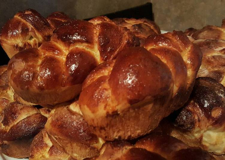 Challah/bread loaves