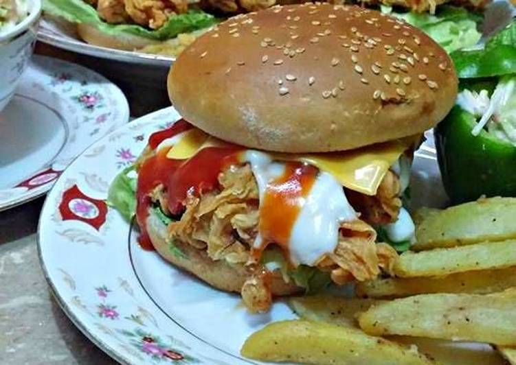 Chicken Zinger Burger 💖 With Cole Slow 💖 & Black Pepper Potato Wedges 💖