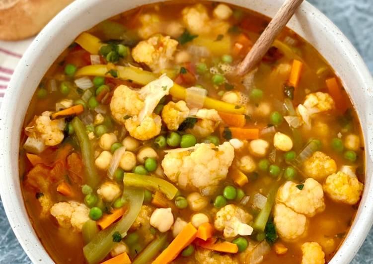 Soupe aux petits légumes et pois chiches