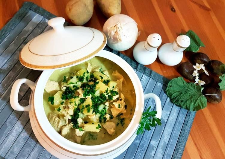 Zuppa di pollo speziata al cocco