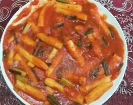 TTeokbokki atau kue beras makanan Korea hits