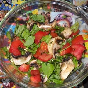 Ensalada de berenjenas en escabeche (2) rúcula, hongos y tomate