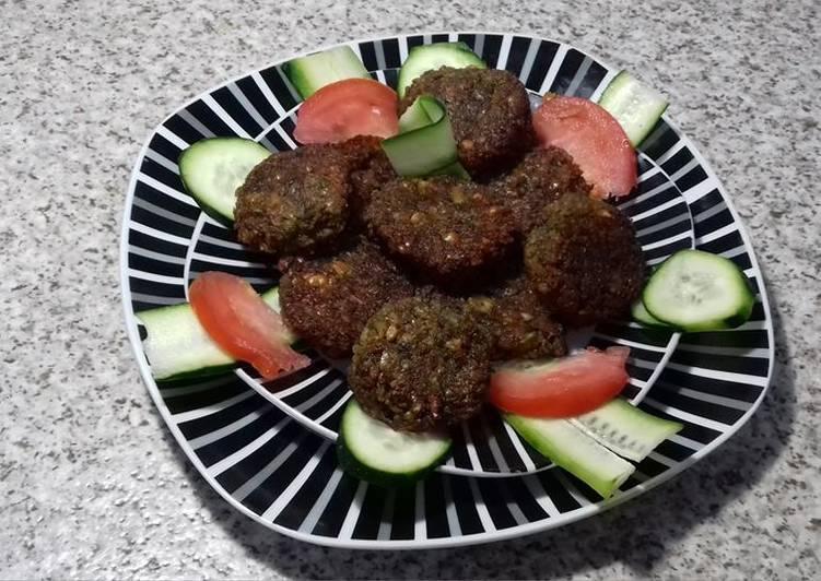 Falafel / fava bean falafel