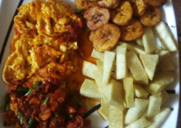 Fried yam, plantain and egg/sauce
