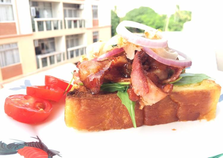 Recipe: Delicious Bacon And Onion In BBQ Sauce Open Sandwich