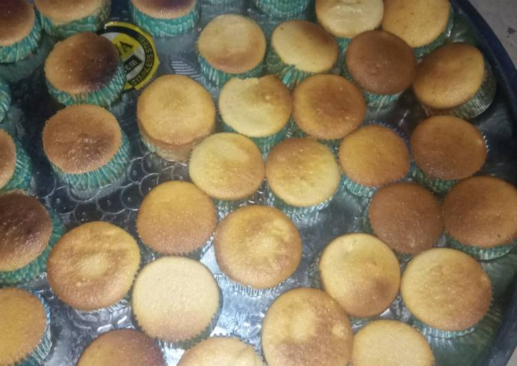 Easiest Way to Prepare Homemade Simple vanilla plain cupcakes