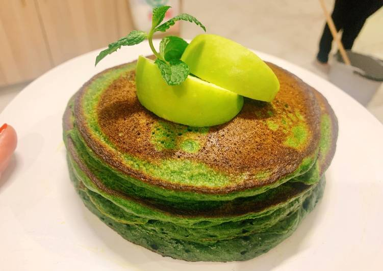 How to Prepare Top-Rated Spinach and Matcha Pancakes