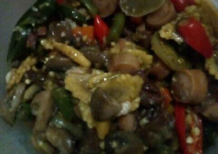 Tumis daging dan sosis
