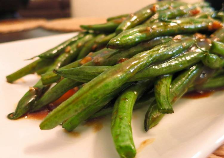 Oven Roasted Green Beans with Garlic Oyster Sauce