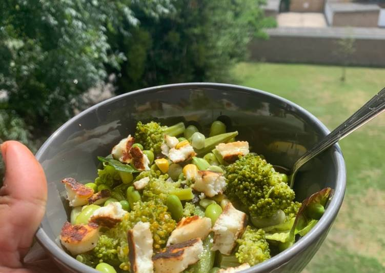 Broccoli halloumi salad