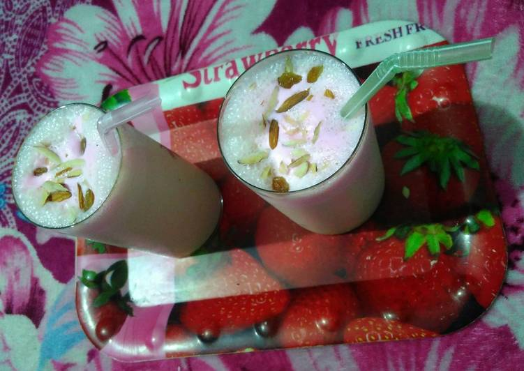 #Summer Custard Banana Shake with Strawberry Ice cream