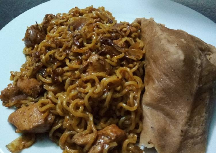 Stir fried noodles with moimoi