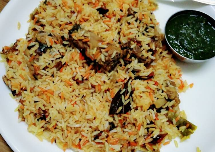 Chicken biryani with green coriander chutney