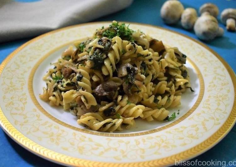 Recipe of Speedy Mushroom And Spinach Pasta
