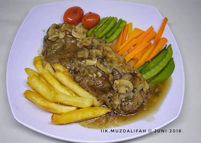 Homemade Sirloin Steak with Mushroom Sauce