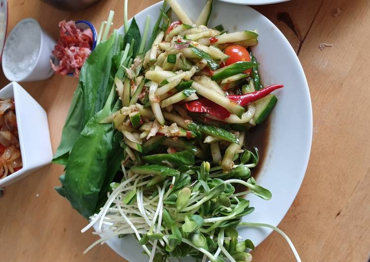 Cucumber salty and sour salad
