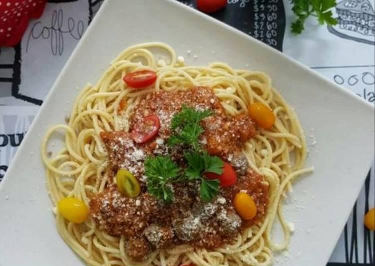 Spaghetti Bolognese dengan Bebola Daging