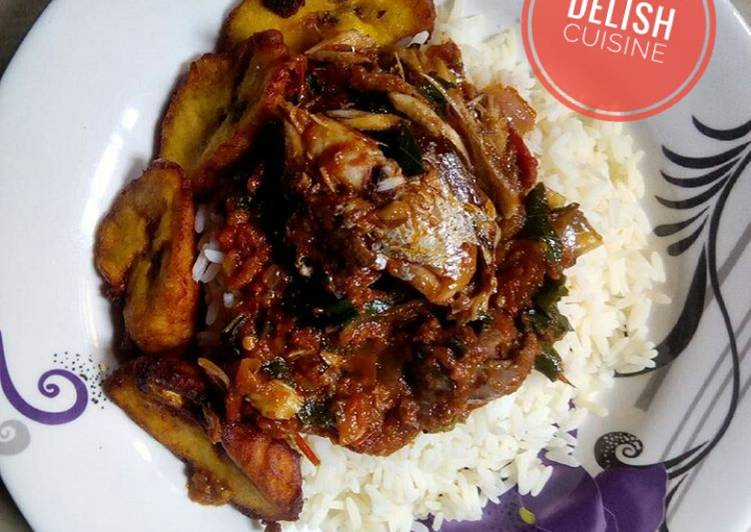 Rice and fish stew with plantain