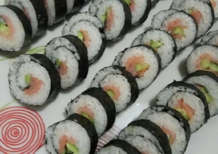 How to Make Yummy Smoked Salmon Sushi Maki
