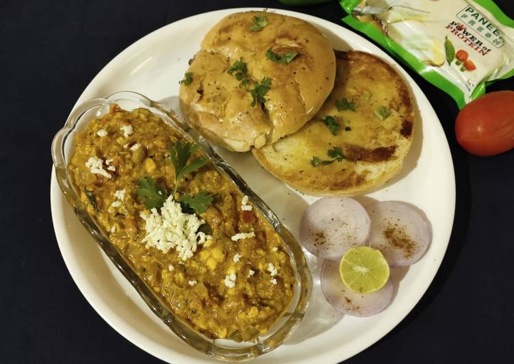 Paneer bhurji (gravy form) with bun