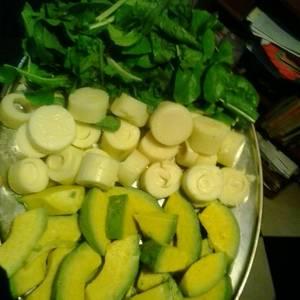 Ensalada de palmito, rúcula y aguacate con oliva y balsámico