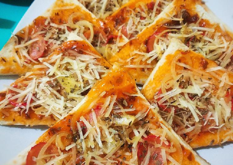 Langkah Mudah untuk Menyiapkan Pizza roti tawar, Enak