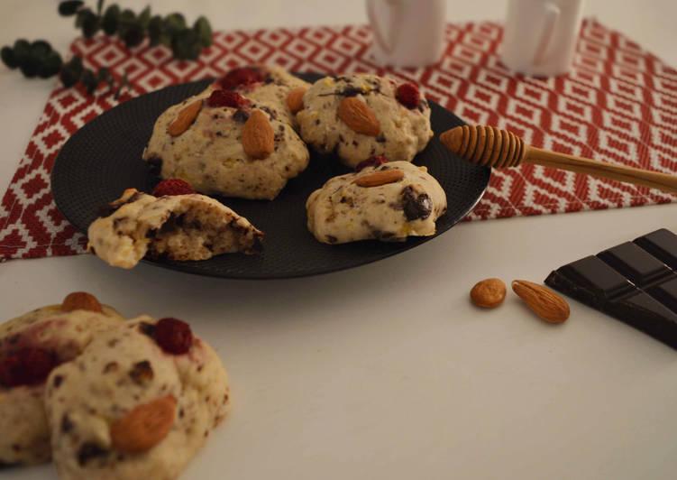 Cookies briochés, chocolat, framboises et amandes