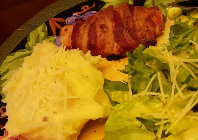 Bacon wrapped, cream cheese and jalapeño stuffed chicken breasts