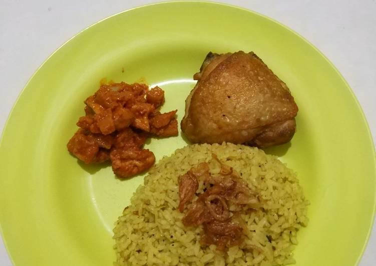 Nasi briyani dan ayam goreng