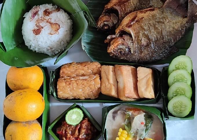 sayur lodeh komplit with aneka takir (menu makan siang) - resepenakbgt.com