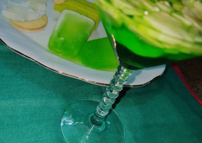Ice lollies with green cocktail