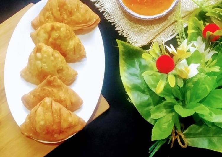 Steps to Make Perfect Chicken vegetables samosay