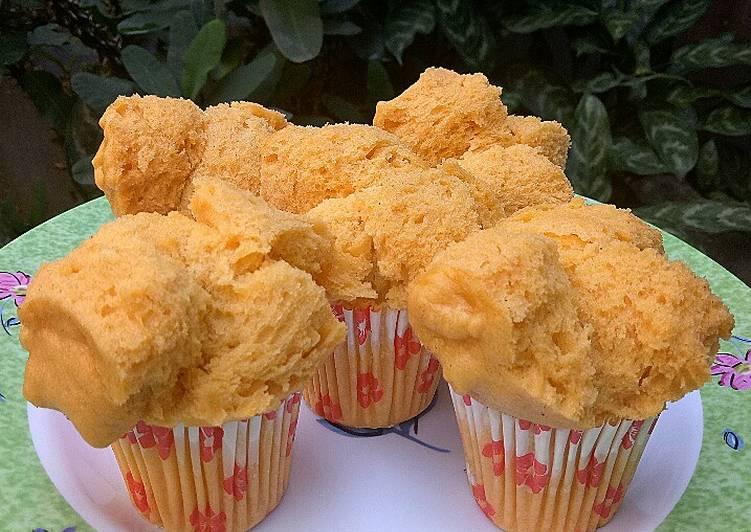 Bolu Kukus Pepaya Mekar (Steamed Papaya Cupcakes)