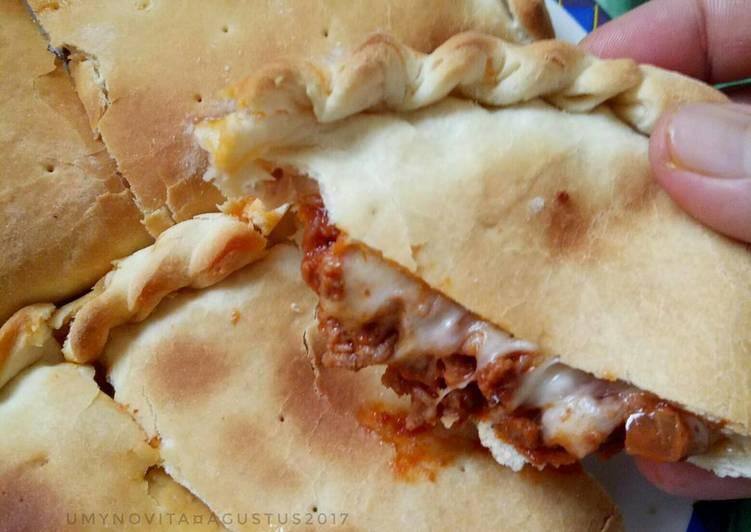 Calzone (Pizza berbentuk Pastel)