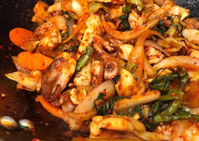 How to Prepare Any-night-of-the-week Nakji Bokkeum (Korean Spicy Octopus Stirfry)