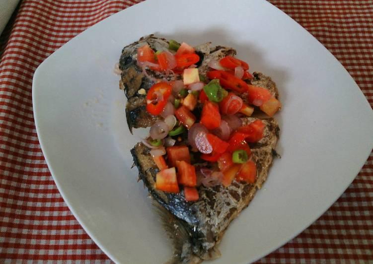 Ikan goreng sambal dabu-dabu