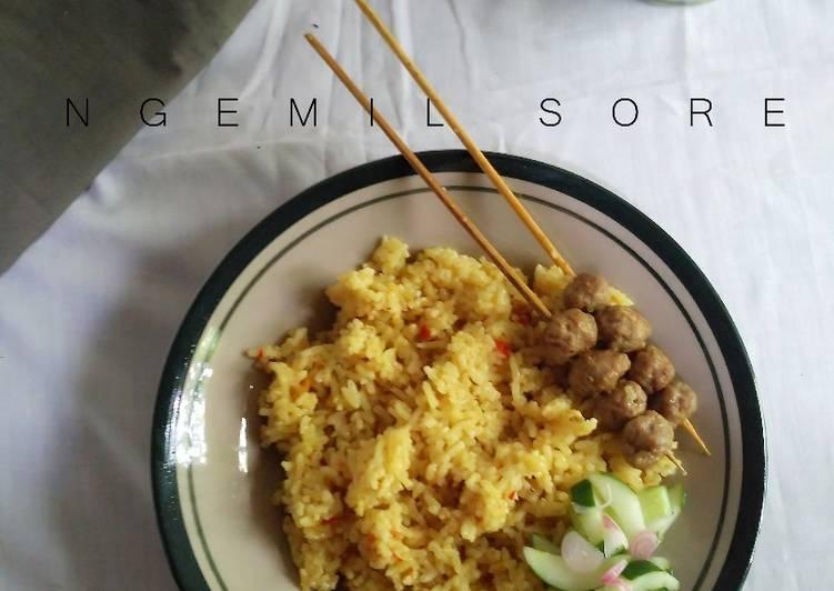 Nasi Biryani dengan Acar Mentimun, tidak terlalu otentik yang penting bahannya mudah dicari