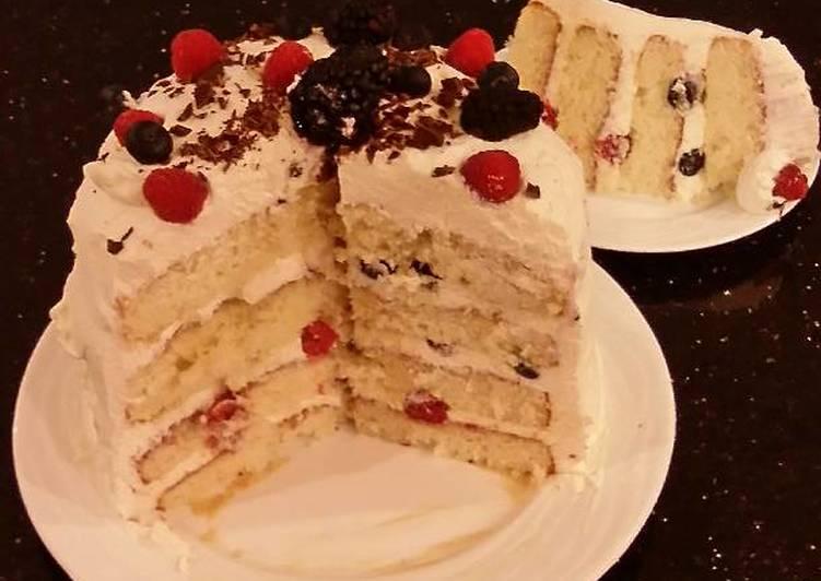 Fresh Berrie Cream Layer Cake