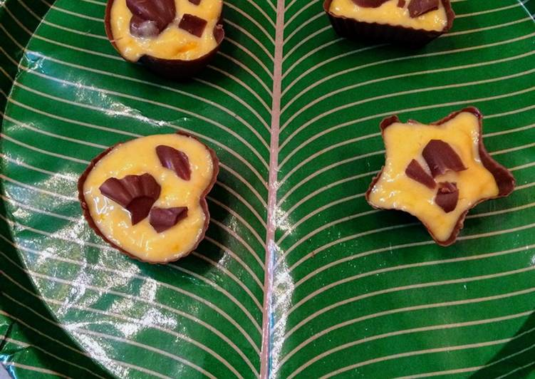 Chocolate cups with homemade mango ice cream
