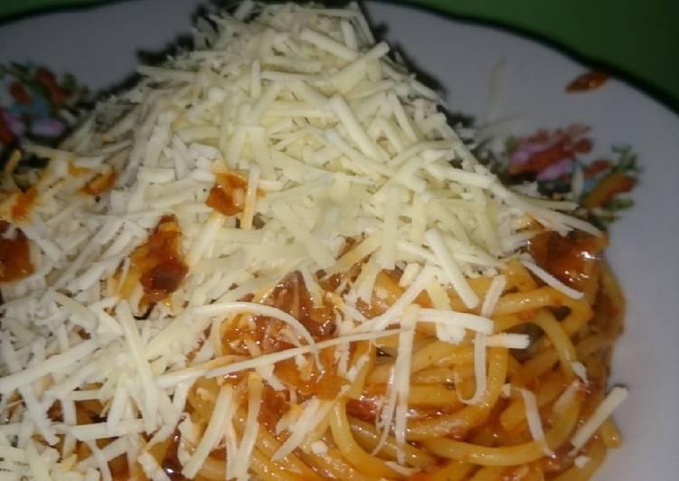4. spaghetti bolognese keju