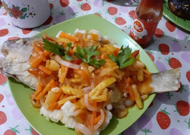 Ikan kakap tompel saus asam manis