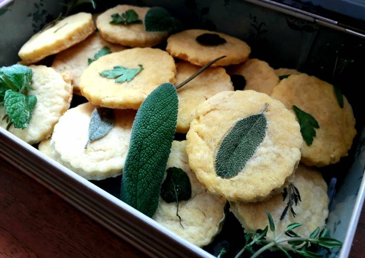 Biscotti salati al parmigiano ed erbette