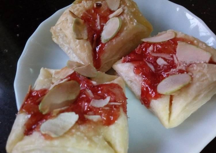 Recipe: Yummy Jam Puffs
