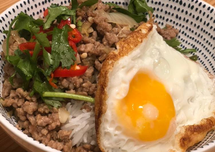 How to Make Yummy Vietnamese Lemongrass Pork Bowl