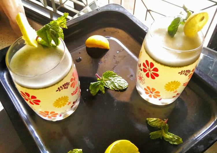How to Prepare Quick Mint Lemonade