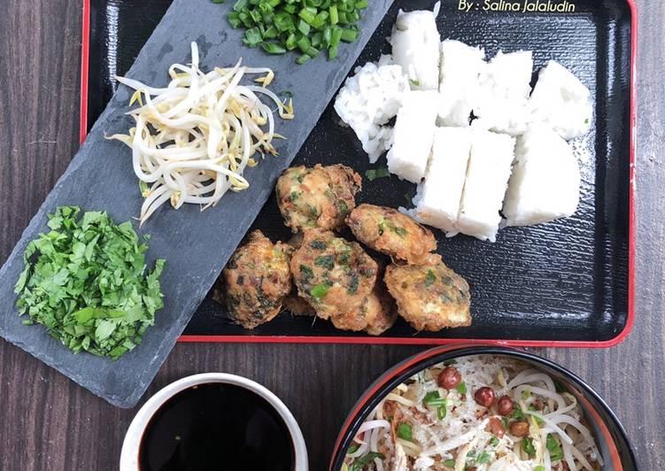Soto Ayam Nasi Impit - velavinkabakery.com